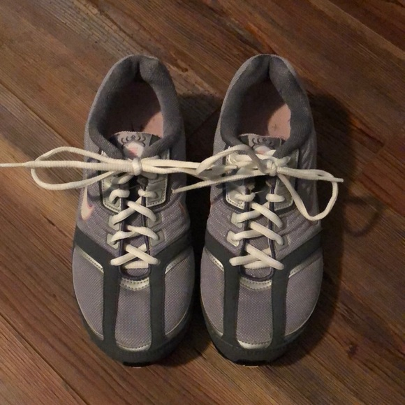Nike Shoes - Size 6 Nike Gray & pink tennis shoes